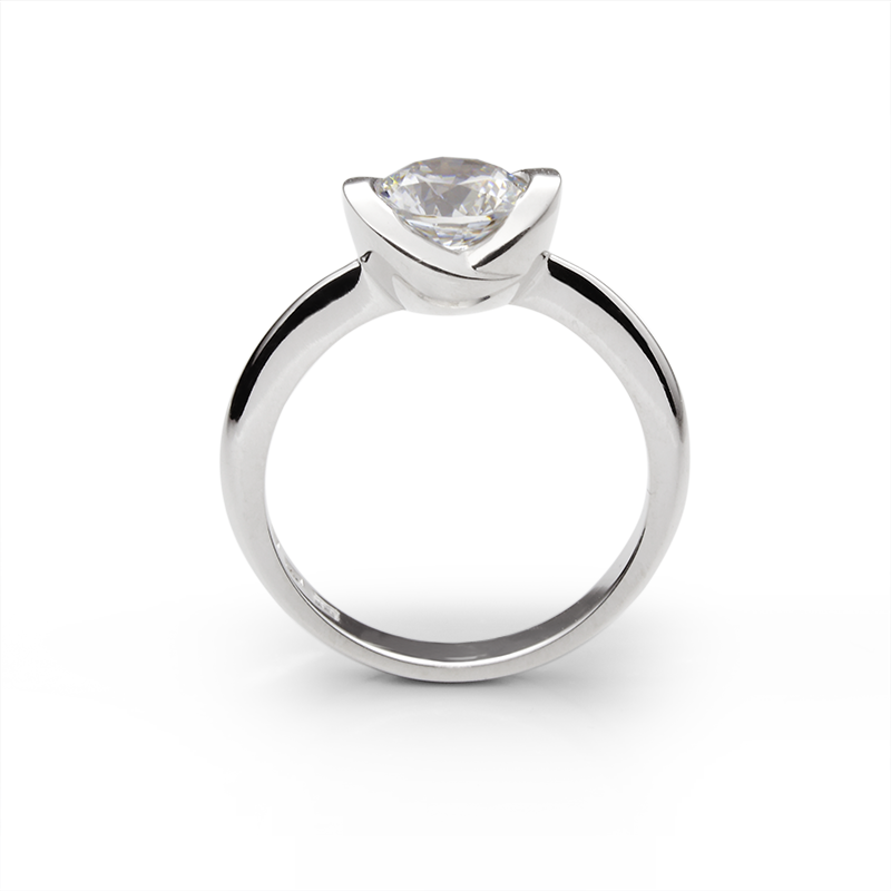 Prsten SOLITAIRE kolekcija sa diamantom 1 ct. za kojeg važe informativne  cene od 10.700 €. +povećaj e6c6fb247c7