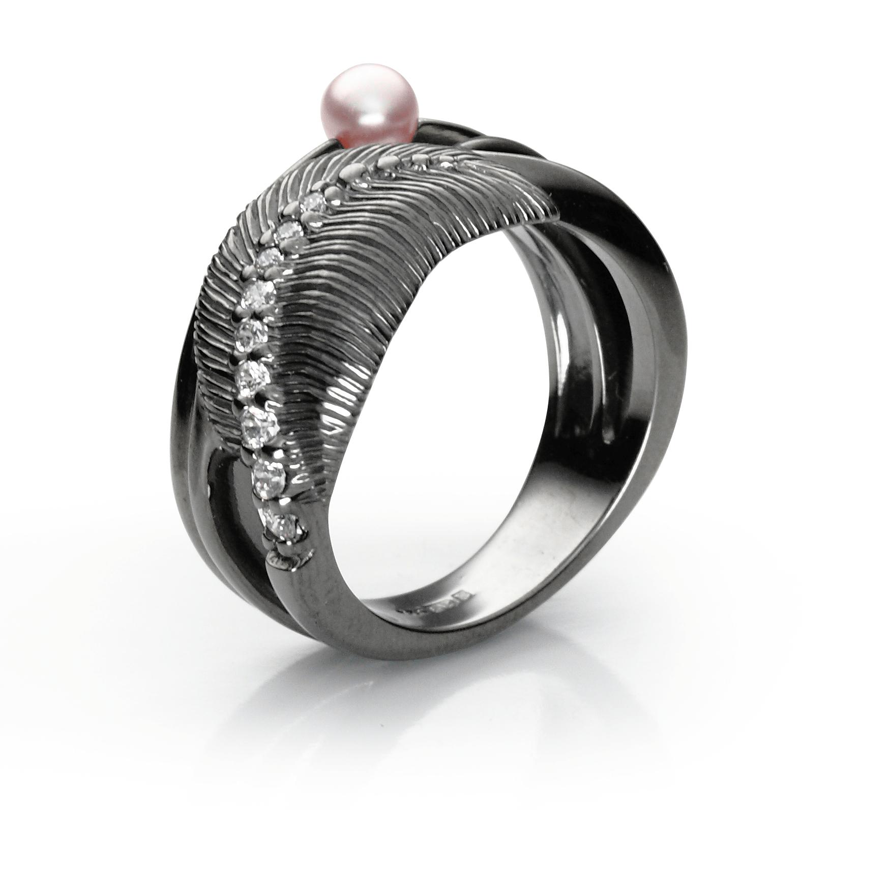 Ringsilver 925/000 black rhodium platedglass pearl Swarovski 4 mm-1x; CZ 1,75 mm-3; CZ 1,5 mm-3x; CZ 1,25-3x