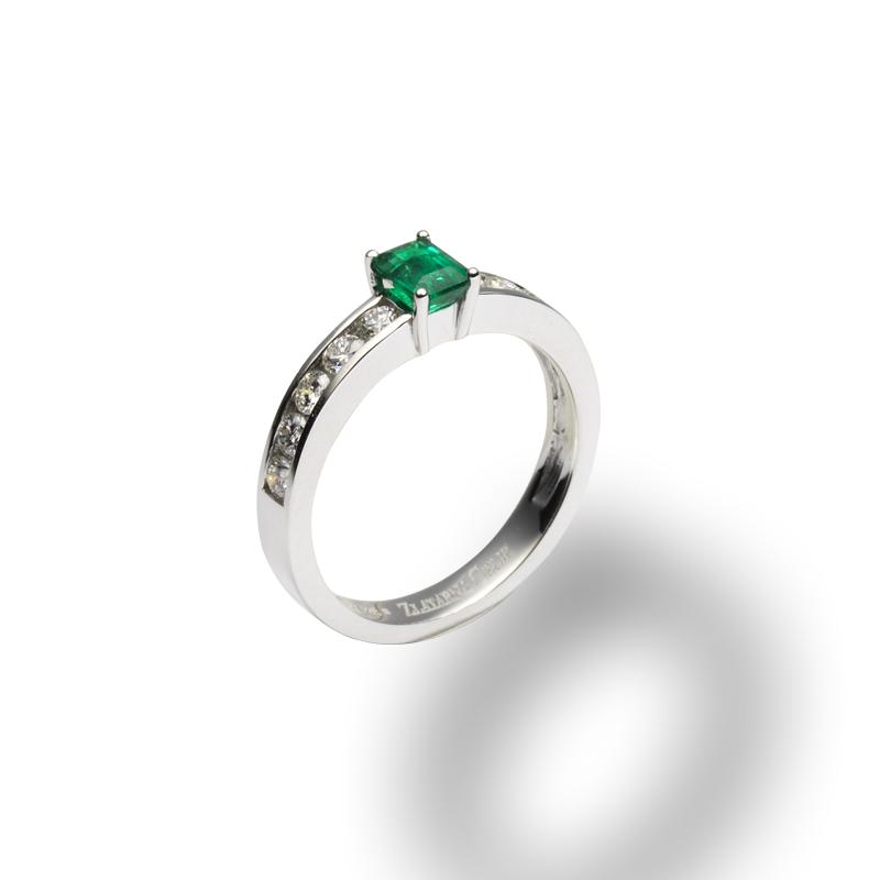 diamant 0,05 ct - 10x, smaragd 0,38 ct - 1x