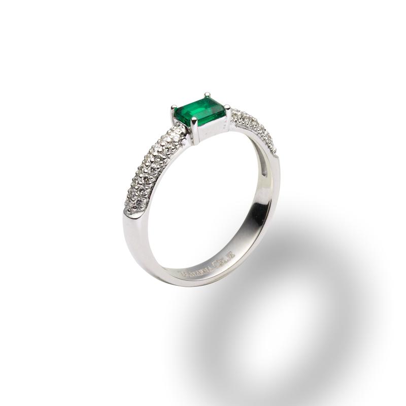 diamant.0,005 ct - 42x, smaragd 0,63 ct - 1x