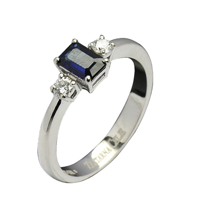 diamant 0,08 ct - 2x, modri safir 6x4 mm- 1x