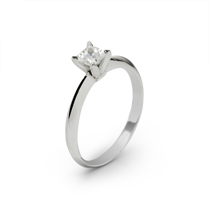 Ring from the SOLITAIRE collection with a 0.5 ct. cut diamond for which indicative prices from EUR 3,200 apply. For the exact price fill out the online form, since the price depends on the purity and colour of the cut diamond.