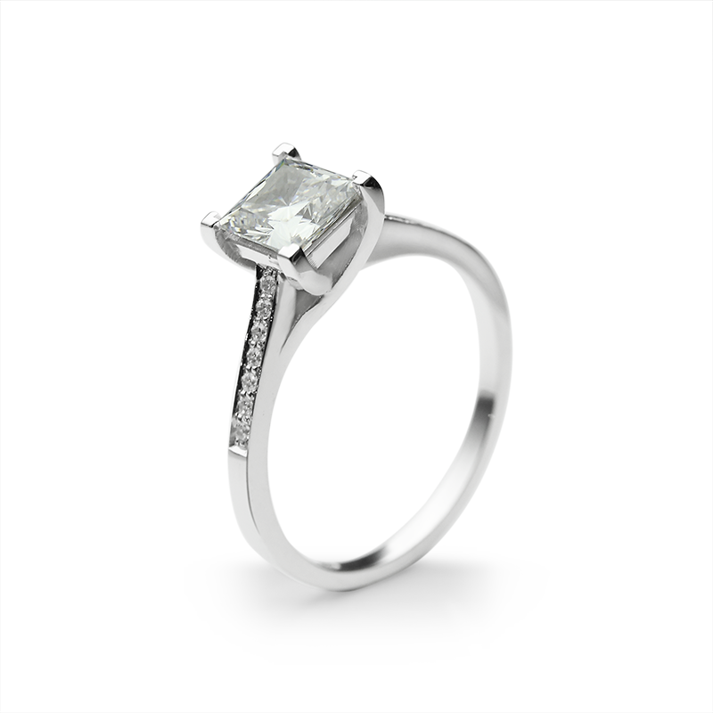 Ring from the SOLITAIRE collection with a 1 ct. cut diamond for which indicative prices from EUR 10,700 apply. For the exact price fill out the online form, since the price depends on the purity and colour of the cut diamond.