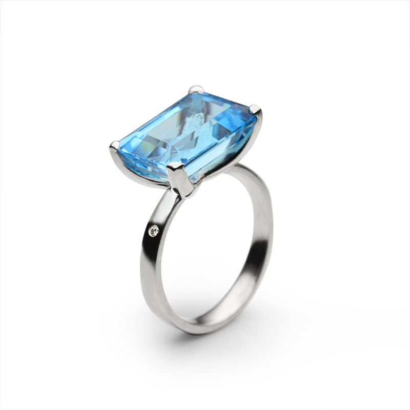 Blue Topaz 14 x 10 - 1 x, diamond 1 x 0,01 ct