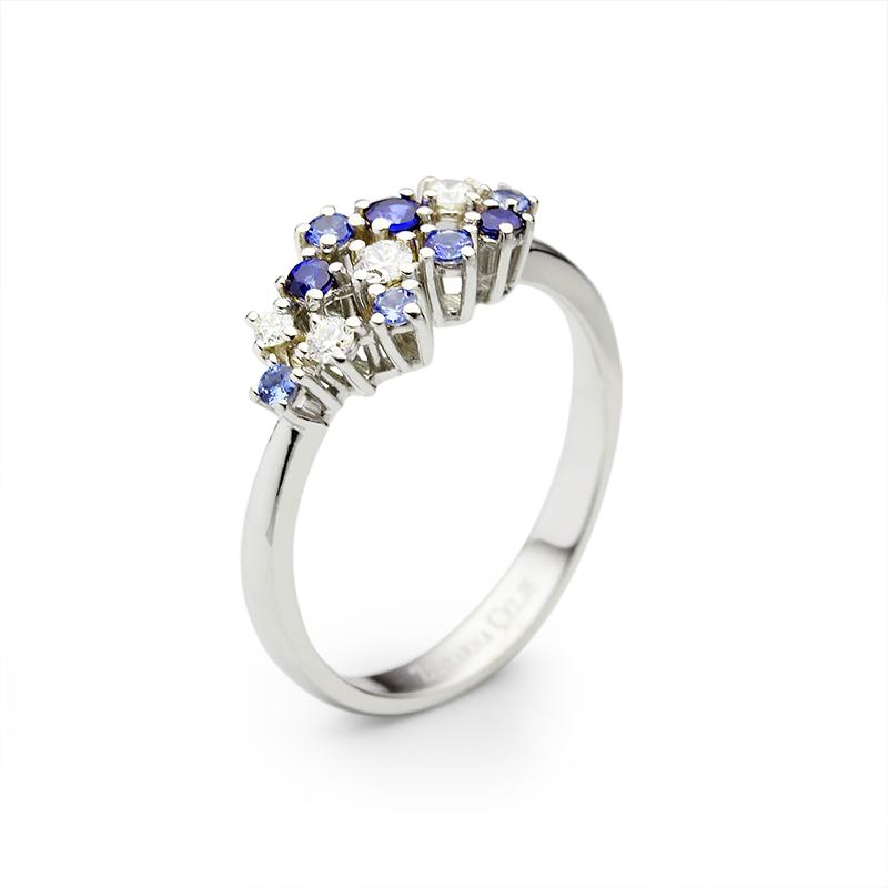 Diamond 0,02 ct - 1 x, 0,05 ct - 1 x, 0,03 ct - 2 x, Blue sapphire fi 2 mm - 4 x,fi 1.75 mm - 3 x