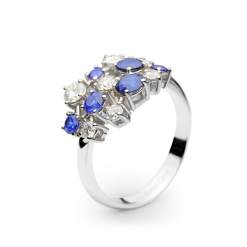 Diamond 0,15 ct - 1 x; 0,10 ct - 2 x; 0,05 ct - 4 x; Blue sapphire fi 2,50 mm - 2 x; fi 2,90 - 3,00 mm - 1 x