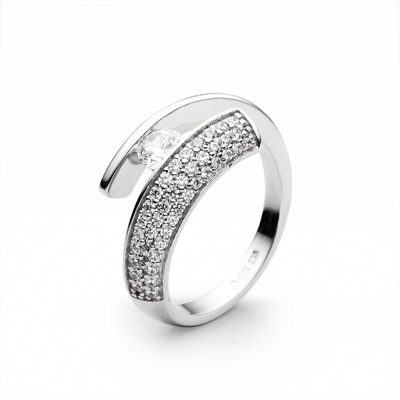 Diamant 0,32-0,34 ct - 1 x; diamant 0,008 ct - 8 x